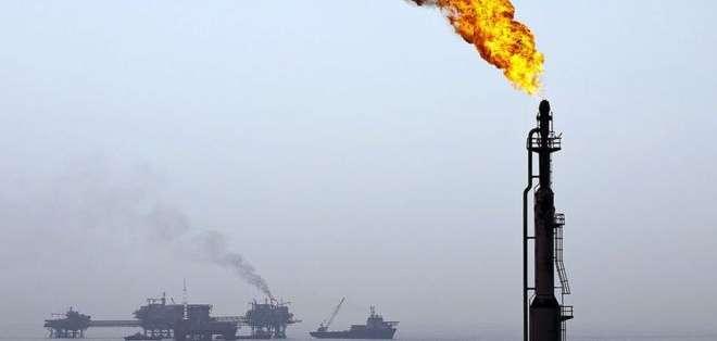 La mexicana Pemex superó a Petrobras al convertirse en la petrolera más endeudada del mundo.