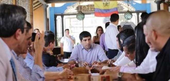 Sonnenholzner se sumo a otras autoridades de gobierno quienes permanecen en Manabí. Foto: Twitter