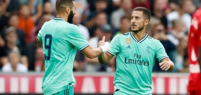 Benzema y Hazard celebrando el gol del belga.