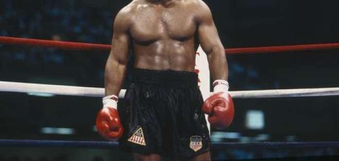 Tyson tiene un record de 50 victorias y 44 por KO.