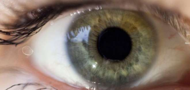 La prueba rastrea los movimientos oculares cuando los participantes observan imágenes de caras conocidas.