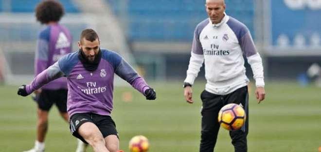 Zidane en una práctica del Real Madrid. Foto: Twitter Real Madrid.