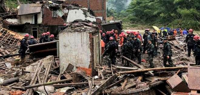 El fenómeno también ha dejado 21 desaparecidos, según autoridades. Foto: AFP