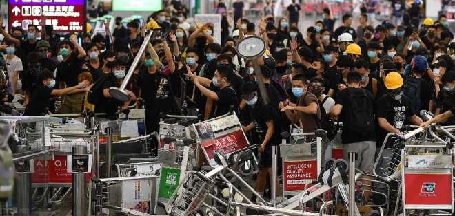 Aeropuerto de Hong Kong suspende registros de pasajeros. Foto: AFP