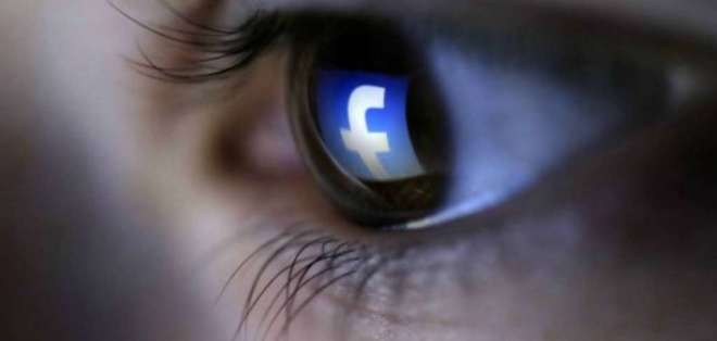 La red social ha negado actuar de esta manera para ajustar mejor sus anuncios. Foto referencial / Archivo Internet