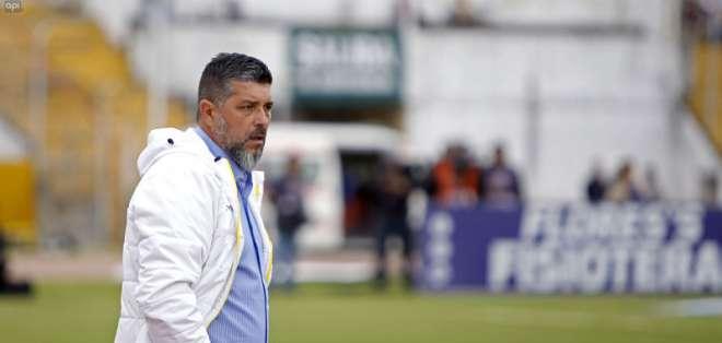 El entrenador uruguayo aseguró que el equipo se sobrepuso a las adversidades del duelo. Foto: API