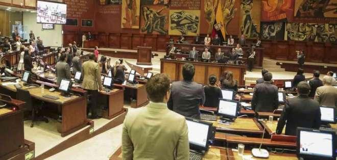 QUITO, Ecuador.- José Tuárez podría ser destituido, un día después de que la exministra de Salud se salvara. Foto: Asamblea