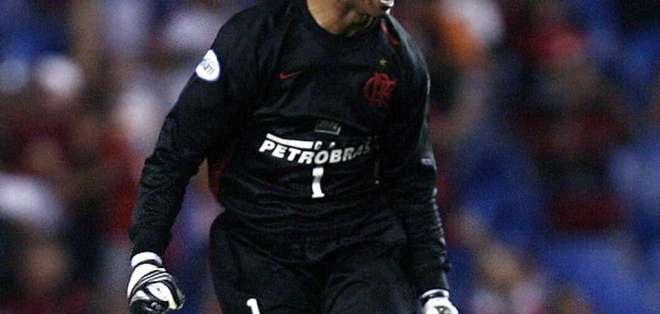 Jugó varias temporadas con Flamengo.