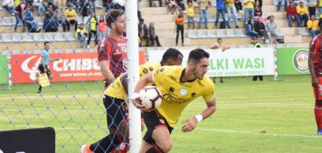 Leonardo Campana celebrando un gol con Barcelona SC.