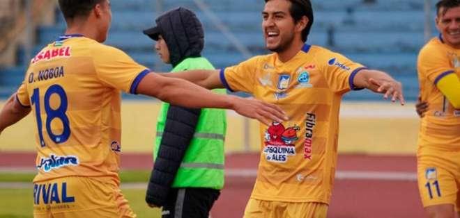 Jugadores de Delfín celebran su victoria. Foto: Twitter Delfín.