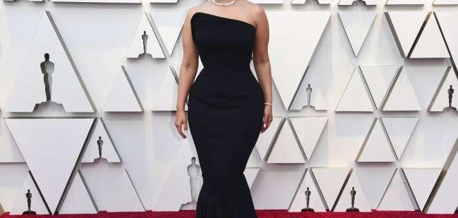 Ashley Graham llega a los Óscar en el Teatro Dolby en Los Ángeles. Foto: AP