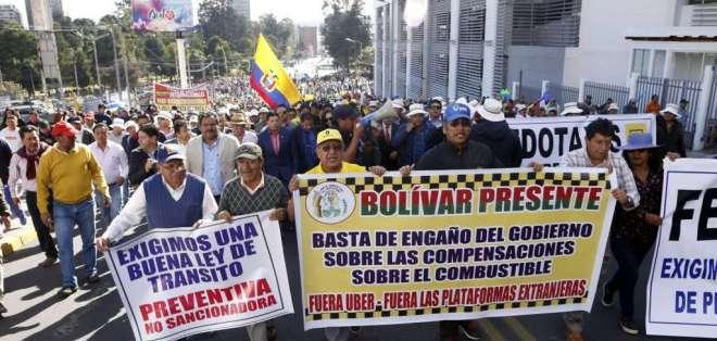 Marcha del gremio de taxistas en Quito, en julio de 2019. Foto: Archivo/API