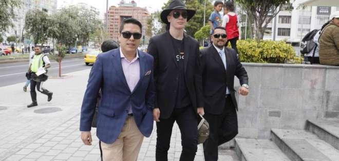 QUITO, Ecuador.- Fiscalía halló en celular de Ola Bini una foto que mostraría hackeo a 4 páginas oficiales. Foto: API