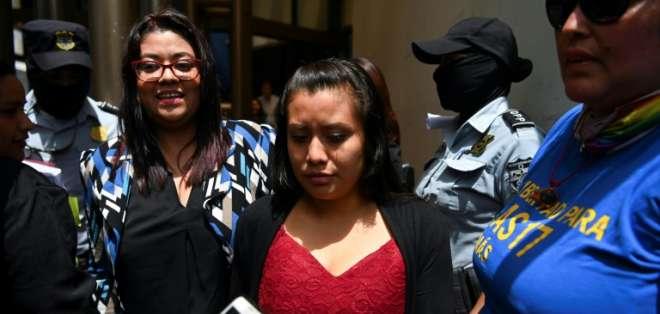 Reanudan juicio contra mujer cuyo bebé nació muerto. Foto: AFP
