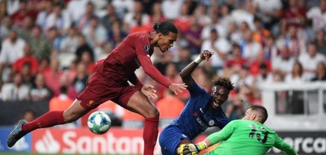 Adrián San Miguel es duda para el próximo partido debido a un dolor en el tobillo. Foto: Bulent Kilic / AFP