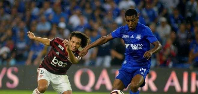 Partido jugado entre Emelec y Flamengo en el Capwell.
