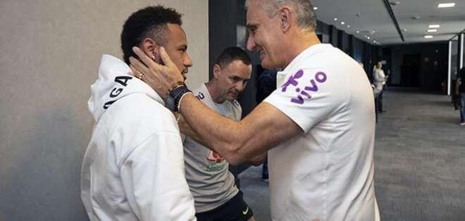 Tite junto a Neymar en la Selección de Brasil.