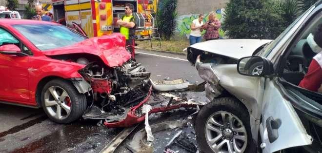 Se desconoce las causas de este percance vial.  Foto: Bomberos Quito