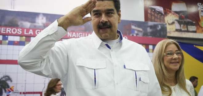 Nicolás Maduro dijo que el acercamiento se da bajo su autorización expresa. Foto: AFP