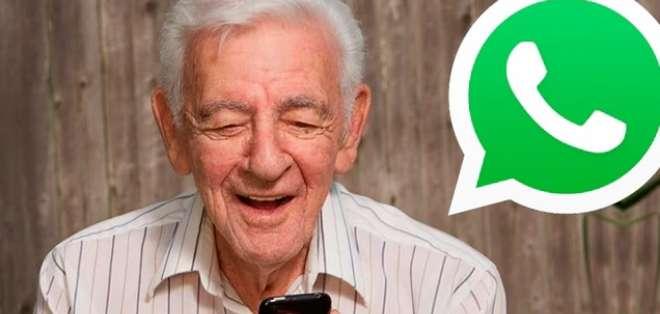 Abuelos felicitan a su nieta sin saber usar whatsapp. Foto: Referencial