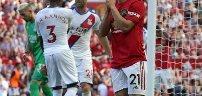 El equipo inglés perdió 1-2 en el último minuto del partido. LINDSEY PARNABY / AFP