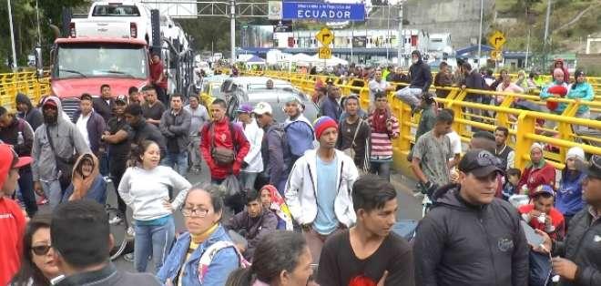 Migrantes piden a autoridades ecuatorianas prórroga para entrar sin visa. Foto:Captura de video
