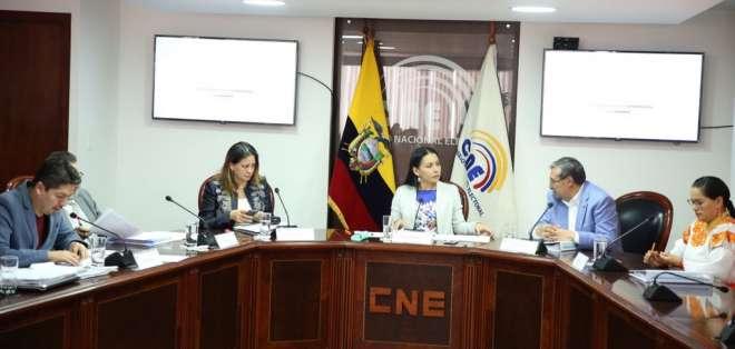 QUITO, Ecuador.- CNE aprobó la entrega de los documentos a Michael Aulestia, del movimiento Ahora. Foto: Twitter