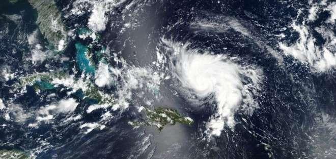 Con vientos mayores a los 210 km/h, Dorian se acerca a las costas de Florida.