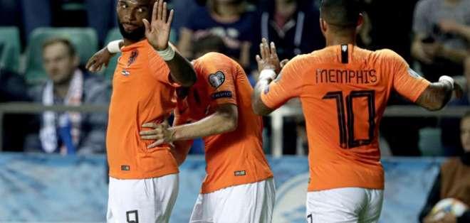 Jugadores de Holanda tras un tanto frente a Estonia. Foto: Twitter Holanda.