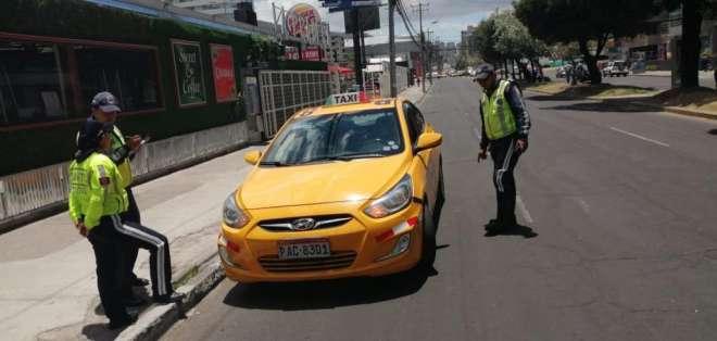 QUITO, Ecuador.- Los taxistas han señalado que se someterán a la medida hasta el 30 de noviembre. Foto: ATM