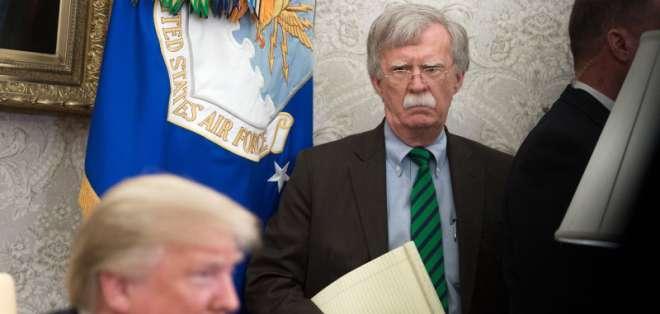 """EE.UU.- """"Anoche informé a John Bolton que sus servicios ya no son necesarios en la Casa Blanca"""", señaló Trump. Foto: AFP"""