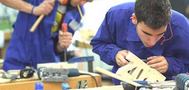 ECUADOR.- El ministro de Trabajo se refirió a la jornada laboral y los recargos por tiempo extra. Foto: Archivo