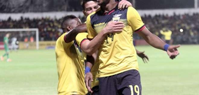 Michael Estrada (19) celebra el primer gol de Ecuador. Foto: API.