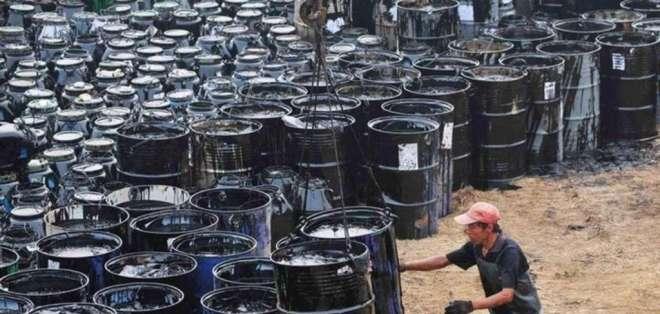 El barril del WTI, de referencia para Ecuador, quedó en 57,40 dólares. Foto: Archivo