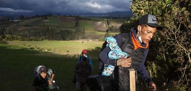 Venezolanos evaden frontera por pasos irregulares. Foto: AP