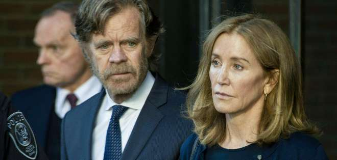 BOSTON, EEUU.- La actriz de 'Amas de casa desesperadas' junto a su esposo William H. Macy (izquierda). Foto: AFP