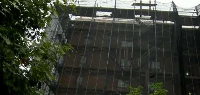 """NUEVA YORK, EEUU.- El pequeño vive en el séptimo piso de este edificio en Bronx. Foto: captura de video de """"Al Rojo Vivo"""""""