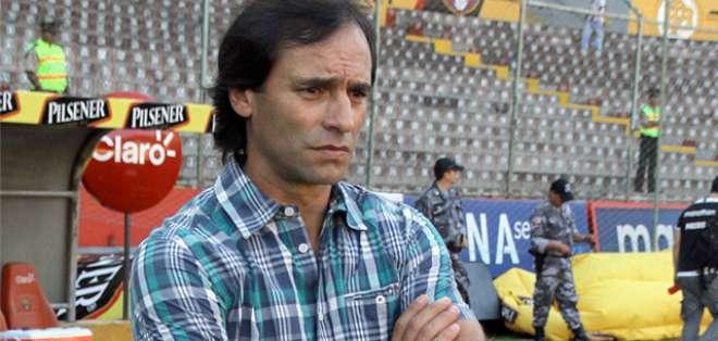 Fabián bustos, entrenador de Delfín SC.