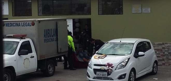Los delincuentes entraron al lugar y dispararon directamente contra los novios. Foto: @Ivan_casamen
