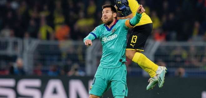 Messi en la disputa del balón ante un rival. Foto: Twitter Borussia Dortmund.