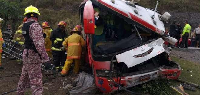 TULCÁN, Ecuador.- El bus siniestrado pertenece a la cooperativa Cristóbal Colón.