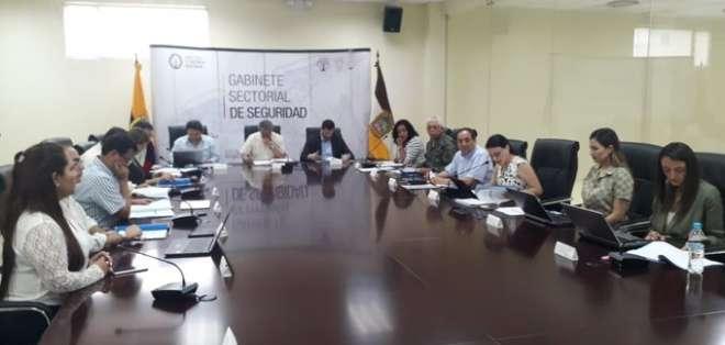 Ministro de Defensa presidió gabinete de seguridad en Sucumbíos. Foto: Twitter Ministerio Defensa