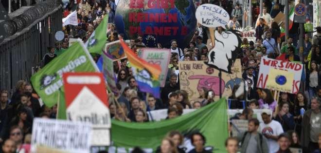 Cientos de miles marchan en el mundo por cambio climático. Foto: AFP