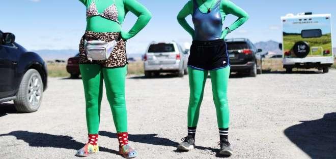 Se convocaron para tomar la instalación en búsqueda de alienígenas. Foto: AFP