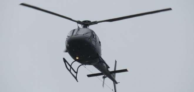 Rescatan a ocupantes de helicóptero accidentado en Isla Santay.