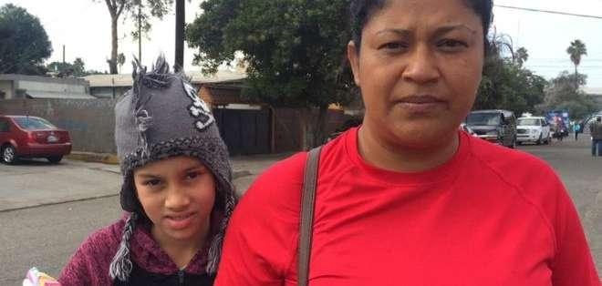 Miriam Zelaya, fotografiada aquí junto a su hija en México mientras viajaba rumbo a EE.UU.