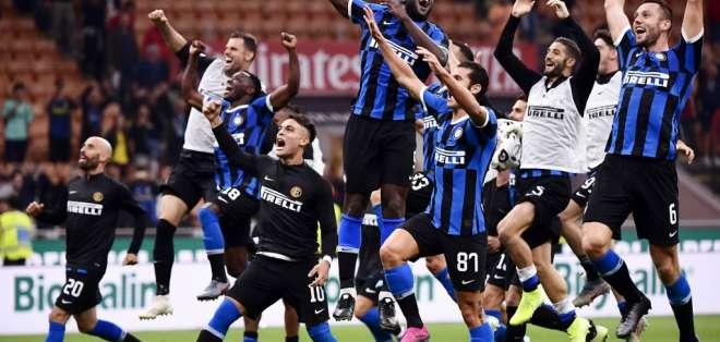 Los 'neroazzurros' vencieron 2-0 al Milan y tienen marca perfecta en el inicio del torneo. Foto: MARCO BERTORELLO / AFP
