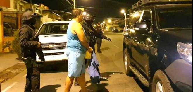 PORTOVIEJO, Ecuador.- Dos de los aprehendidos son funcionarios de la cárcel El Rodeo, de Portoviejo, en Manabí. Foto: Ecuavisa