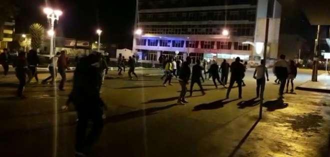 Disturbios ocurrieron en parque central; se reportan 3 detenidos. Foto: Captura de video