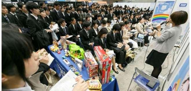 Los estudiantes de tercer año reciben seminarios que los prepara para entrar al mundo laboral.